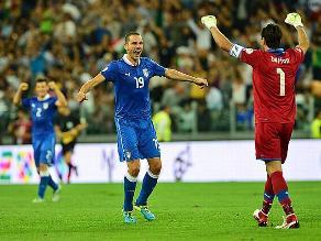 Italia clasificó al Mundial de Brasil tras vencer 2-1 a República Checa