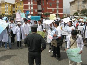 Tarma: Más de 200 alumnos marcharon exigiendo presencia de rector