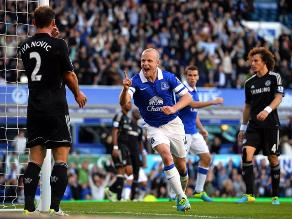 Chelsea de José Mourinho cayó ante Everton en el debut de Samuel Eto