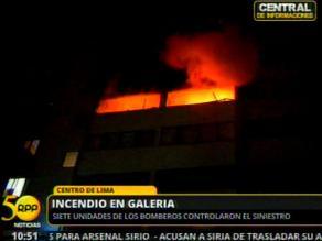Incendio en galería del Centro de Lima moviliza 7 unidades de bomberos