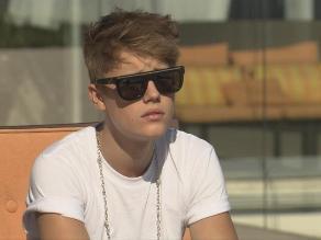 Piloto de Justin Bieber sorprendido por como fuma marihuana