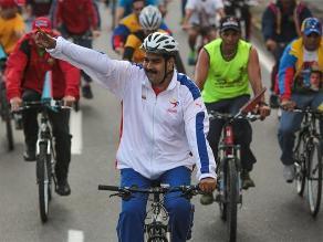 Nicolás Maduro se cae de la bicicleta en Caracas