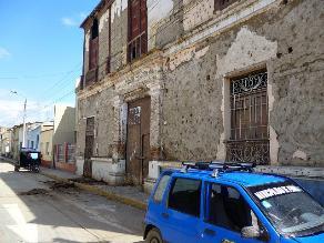 Casonas y postes en mal estado ponen en peligro a Ferreñafanos