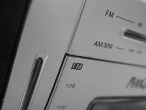 Limeños confían más en la radio, según encuesta Ipsos Perú