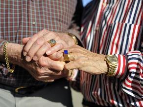 Monseñor Eguren: Unión civil gay debilitaría al matrimonio natural
