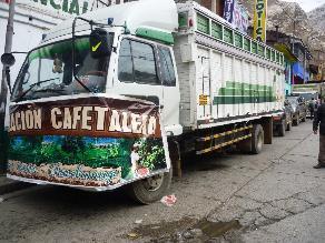 Centenares de cafetaleros arriban a La Oroya por su aniversario