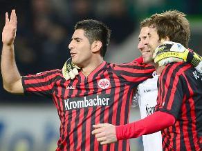 Frankfurt con Carlos Zambrano empató de visita 1-1 frente al Stuttgart