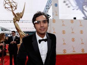 ´Raj´ asiste a Premios Emmy con Google Glass