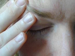 Migraña aparece por falta de una enzima, afirma estudio