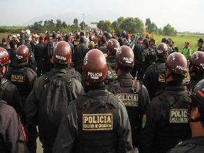 Queman llantas frente a local de nuevo gerente de empresa Pucalá