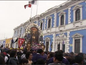 Trujillo: Señor de los Milagros derrama bendiciones en primer recorrido