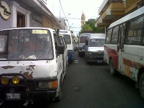 Combis dificultaron tránsito con paradero informal en las Nazarenas