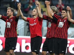 Frankfurt con Carlos Zambrano enfrenta al APOEL por Europa League