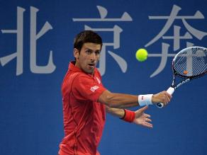 Djokovic gana Querrey en Pekín y mantiene de momento el número 1 de la ATP