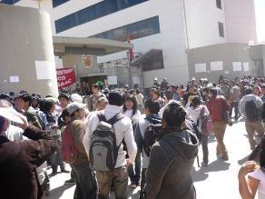 Alumnos toman local universitario en la ciudad del Cusco