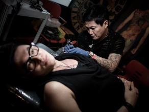 Tatuajes en Hong Kong: Artistas del mundo plasman su arte en cuerpos