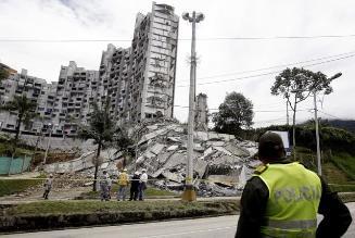 Encuentran el primer cuerpo sin vida en el edificio desplomado en Colombia
