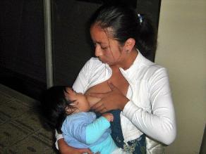 ¿Mujeres que no ha gestado pueden producir leche materna?