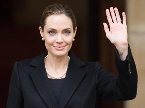 Revelación de Angelina Jolie sobre mastectomía salva vidas, sostienen