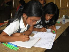 CARE: ´Niñas que no son educadas limitan su desarrollo a futuro´