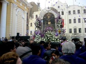 Chiclayo: Multitud acompaña al Señor de los Milagros en segundo recorrido