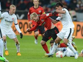 Eintracht Frankfurt, con Zambrano, empata con Nürnberg en Bundesliga
