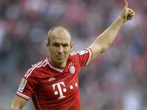 Arjen Robben se molesta porque Guardiola no lo deja patear un penal