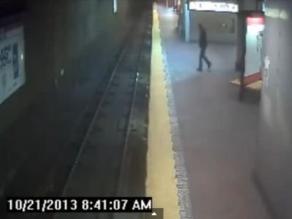 Mujer sonámbula cae a las vías del Metro de Boston