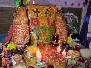 Tarma: Alumnos armaron tradicional Tanta Wawa de Todos los Santos