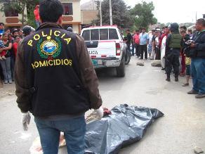 Exfutbolista muere tras chocar su moto con un caballo en Olmos