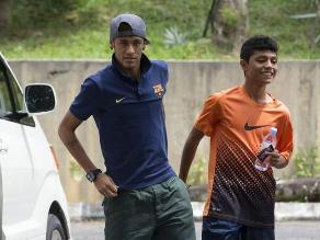 Neymar da una sorpresa a un pequeño fan en Malasia