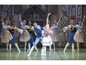 Espectáculo de danzas clásicas del ballet de Panamá
