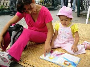 Trujillo: Niños y jóvenes aprenden a restaurar libros