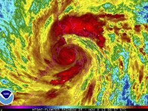 Tres muertos y 125 mil evacuados por tifón Haiyan en Filipinas
