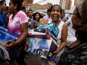 Maduro ordena ´ocupación´ de tiendas y bloquea sitios de internet