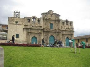 Inician limpieza de canales de agua de iglesias de Cajamarca