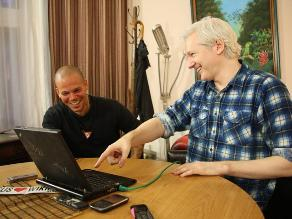 Calle 13 lanza el tema realizado con Assange