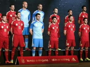 España utilizará uniforme completamente rojo en Mundial Brasil 2014