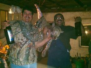 Escándalo: matan a jaguar, lo cocinan y comparten foto en Facebook