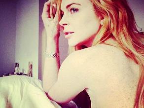 Lindsay Lohan publica foto en topless