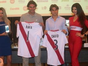 Rafael Nadal y David Ferrer posaron con camiseta de la selección peruana