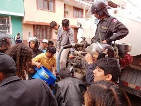 Con resguardo policial Sedacaj reparte agua en Cajamarca