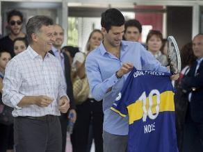 Djokovic declaró admiración por San Lorenzo tras recibir camiseta de Boca