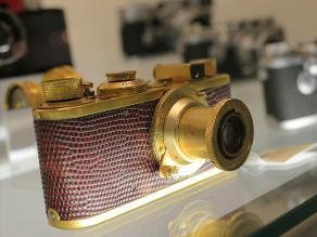 China: venden cámara Leica chapada en oro por 620.000 dólares
