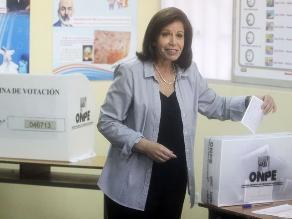 Imágenes de la votación de Lourdes Flores Nano