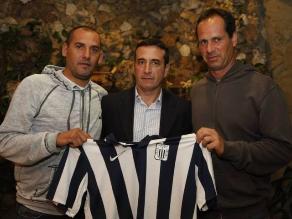 Guillermo Sanguinetti ya posó con la camiseta de Alianza Lima