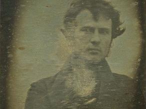 El primer ´selfie´ de la historia fue tomado en 1839 en Filadelfia