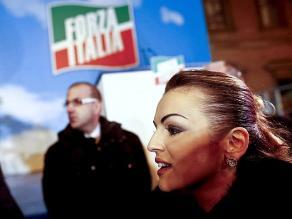 Novia de Berlusconi pide audiencia con el papa Francisco