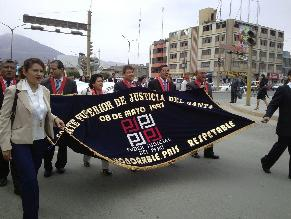 Fiscales y jueces se movilizan por calles de Chimbote