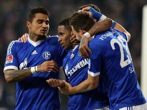 Schalke 04 goleó 3-0 al Stuttgart con doblete de Jefferson Farfán